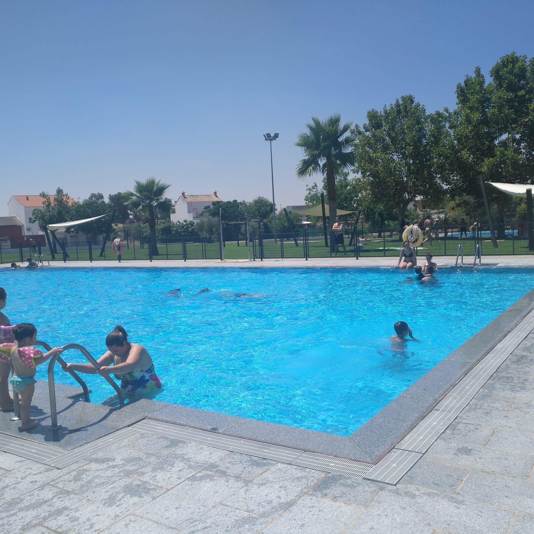 Más de 6.000 bañistas de dentro y fuera de Quintana han disfrutado de la piscina durante este verano