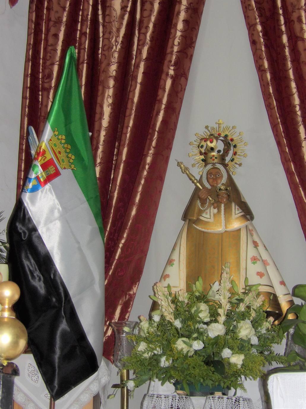 Novena y misa en honor a la Virgen de Guadalupe por el Día de Extremadura