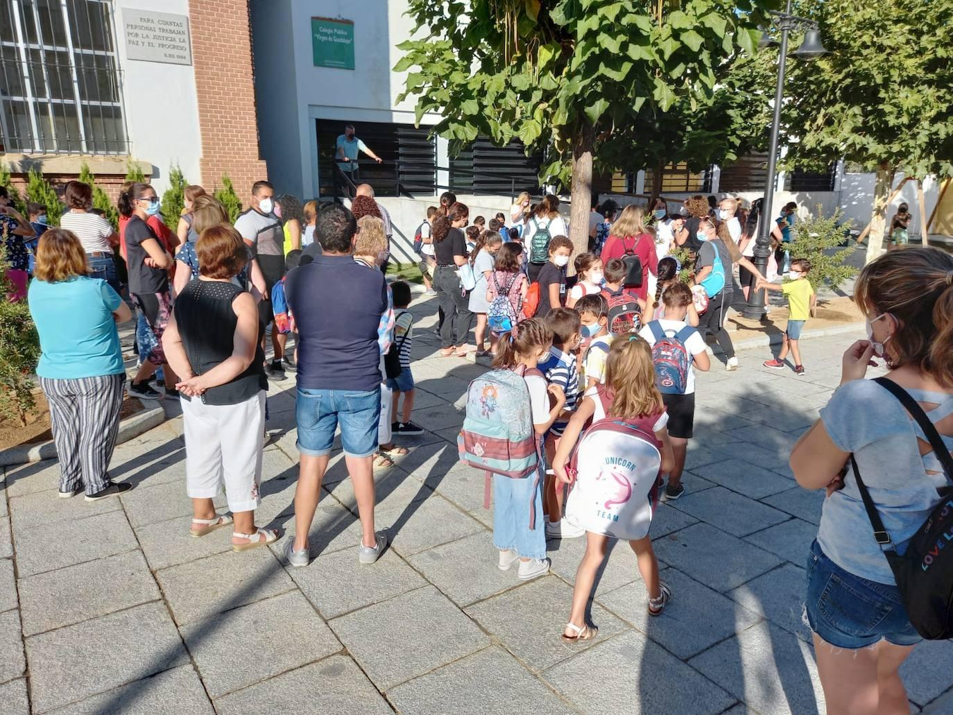 El positivo de un docente retrasa la vuelta al colegio en el edificio de 'la Laguna'