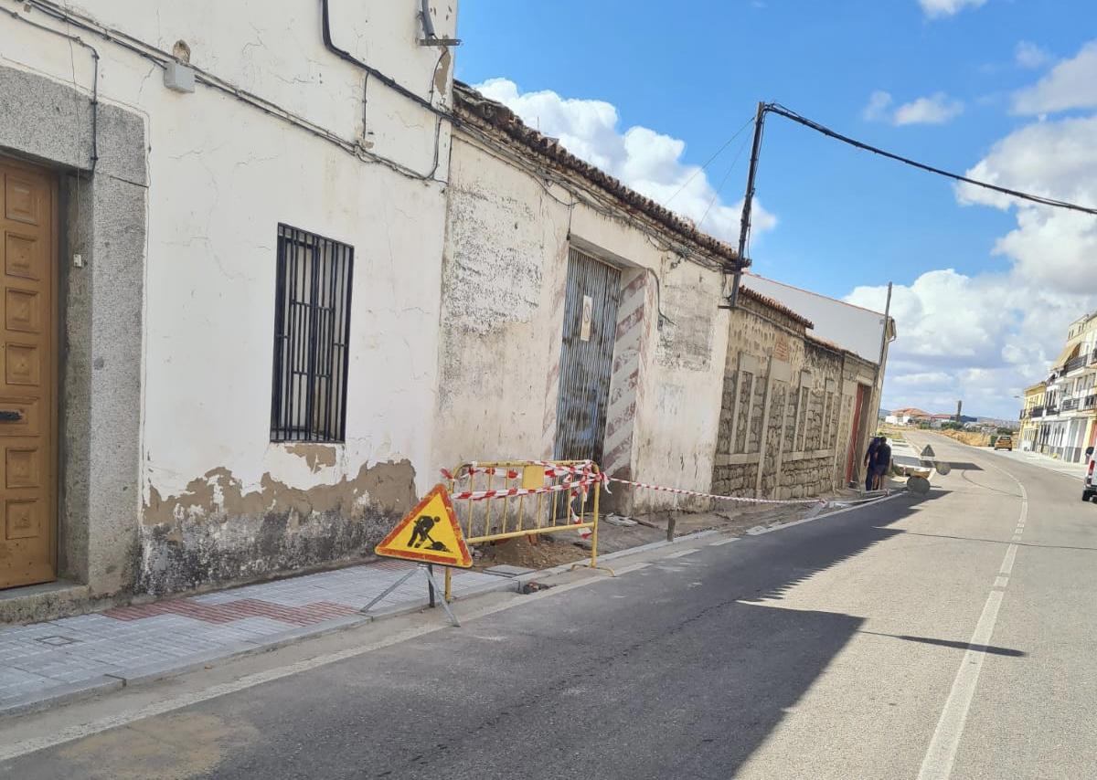 La Avenida de la Hispanidad contará con acerado, bancos y farolas en la margen izquierda