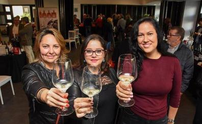 Badajoz brinda con vino por una buena causa