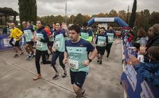Medio millar de corredores y senderistas a favor de Down Cáceres