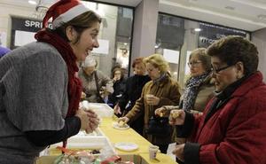 Asmi celebra la Navidad con una chocolatada y un mercado solidario