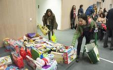 Jóvenes Ciudadanos recge juguetes y comida en 11 municipios de la región