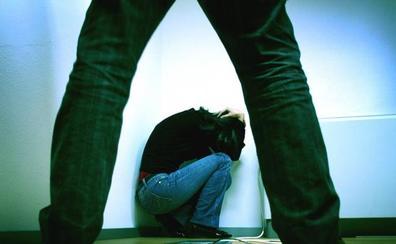 La Asociación de Derechos Humanos de Extremadura y el IMEX editan una guía contra la trata de mujeres