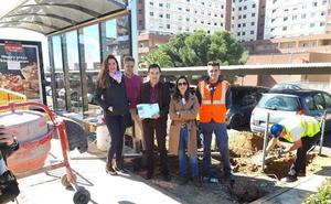 Comienzan en Badajoz las obras para hacer accesibles las paradas de autobús con marquesinas