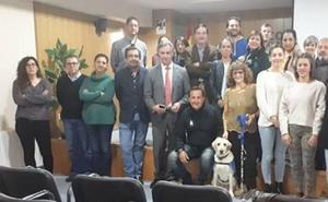 Terracanbadajoz presenta en Apamex una propuesta para regular los perros de asistencia en Extremadura