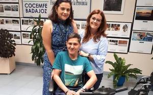 Cocemfe entrega un vehículo eléctrico a Alcer Badajoz