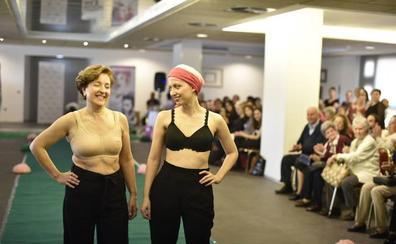 Desfile solidario contra el cáncer de mama