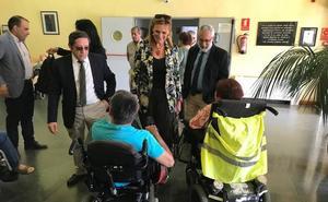 La delegada del Gobierno, el director general del Imserso y el subdelegado en Cáceres visitan el CAMF de Alcuéscar