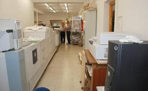 Estudiantes con discapacidad realizan prácticas en la Imprenta de la Diputación de Cáceres