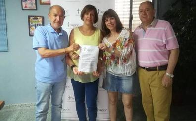 Las mujeres de Alconera entregan 747 euros para la lucha contra el cáncer