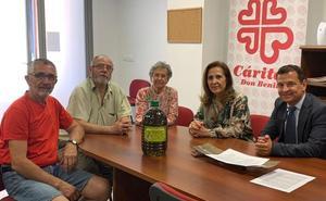 Cáritas recibe 720 litros de aceite para ayudar a 220 familias en Don Benito