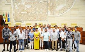 Usuarios de Camino a la Vida visitan la Asamble de Extremadura