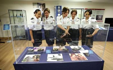 Una exposición para homenajear la labor de la mujer en la Policía Nacional