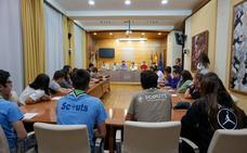 Jóvenes scouts visitan la Asamblea de Extremadura