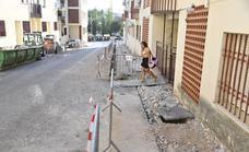 La ampliación de dos aceras en Antonio Domínguez hará accesible la barriada pacense