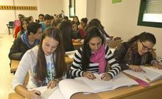La ONCE apoya a casi 7.400 estudiantes ciegos en su 'vuelta al cole' con formación digital y tecnología accesible