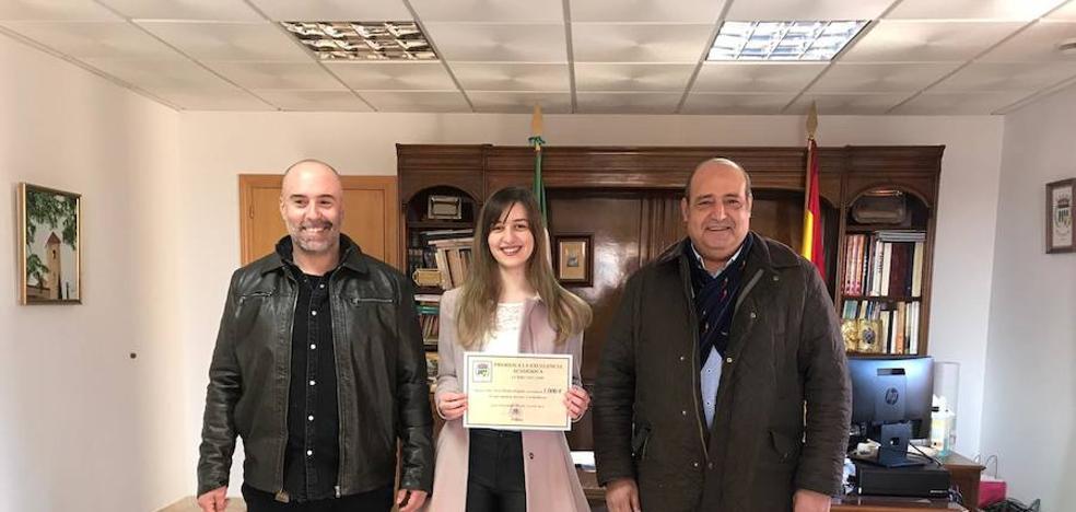 Alicia Breñas logra el premio a la excelencia académica de Talayuela