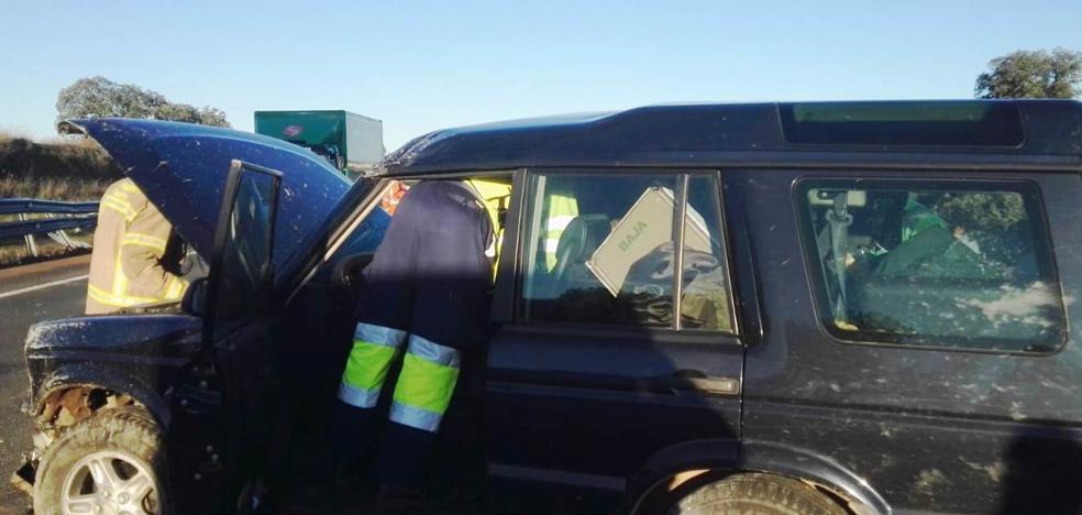 Dos heridos al salirse de la vía un vehículo en la autovía que conecta Navalmoral con Plasencia