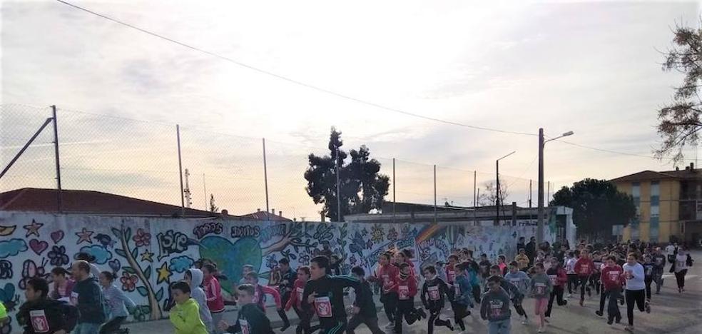 Los colegios de Talayuela participan en la carrera solidaria 'kilómetros de solidaridad' de Save the children