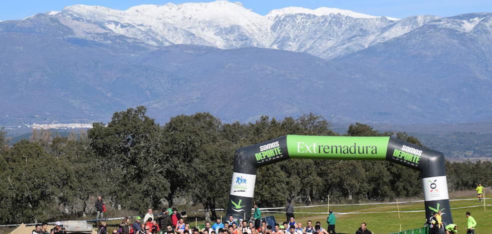 Unos 700 atletas participan en el Campeonato de Extremadura de Campo a través en Talayuela