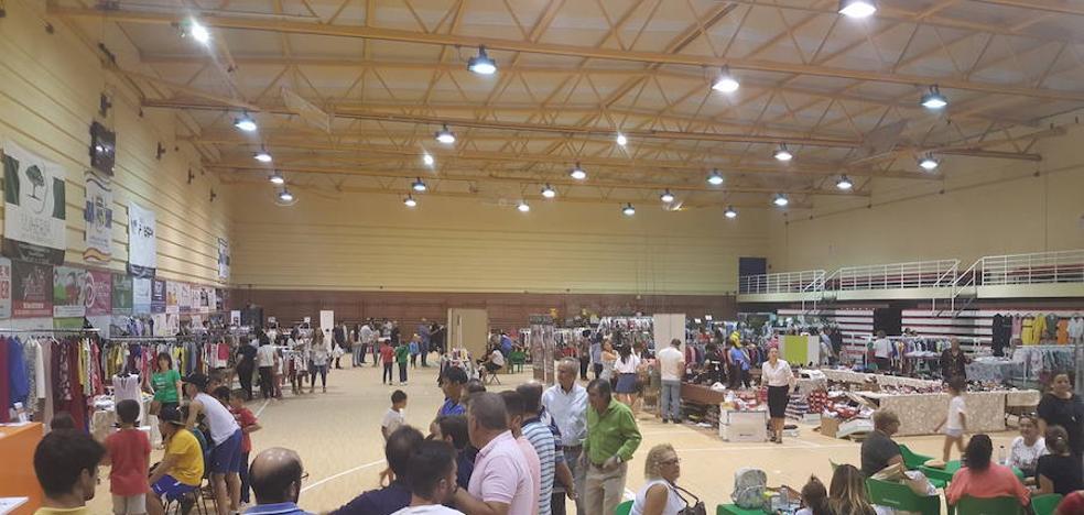 Un total de 20 establecimientos participan en la III Feria del Stock de Talayuela