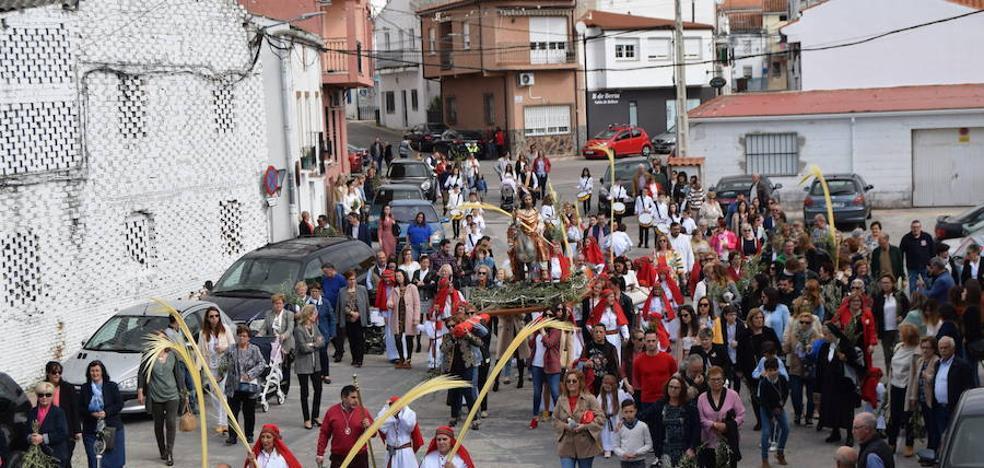 La procesión del Domingo de Ramos reúne a decenas de fieles