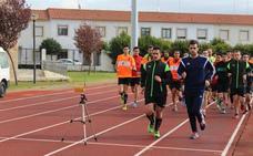 Los árbitros comienzan las pruebas físico-técnicas en Talayuela en medio de una polémica que amenaza el inicio de Tercera División