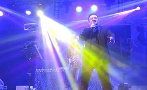 'Charly y Micro' ponen música a la última verbena de las Fiestas de Agosto