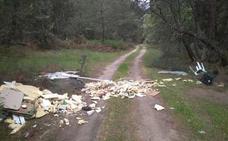 El Ayuntamiento anuncia sanciones de 1.000 euros por tirar escombros o enseres a deshoras o fuera del Punto Limpio