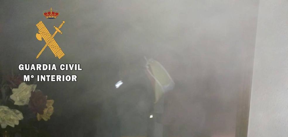 La Guardia Civil rescata a dos mujeres de avanzada edad, del interior de una vivienda en llamas, en Jaraíz de la Vera