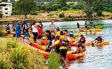 Romangordo organiza el VI descenso en kayak 'Puente de Albalat'
