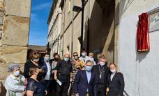 Plasencia dedica la calle del Postigo de Santa María a Antonio Luis Galán