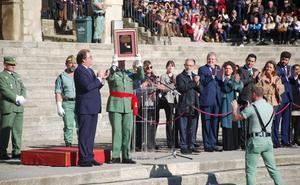 La Legión recibe la Medalla de Oro en un llamativo acto en la plaza Mayor