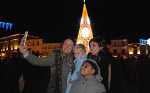 La nueva iluminación navideña luce desde ayer en la ciudad