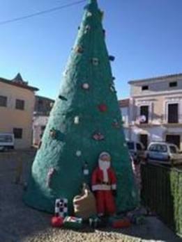 Garciaz presume de un árbol de Navidad de ganchillo