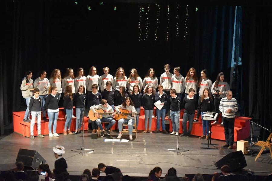 Más de 300 personas participan en el certamen de villancicos en el teatro Gabriel y Galán