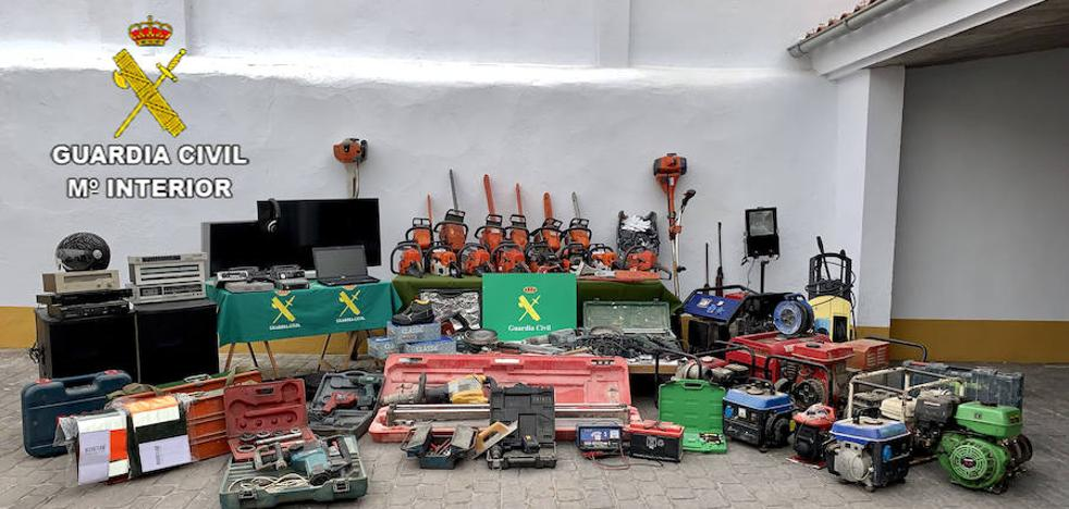 Dos detenidos por robo de herramientas, gracias a una investigación de la Guardia Civil iniciada en Madroñera