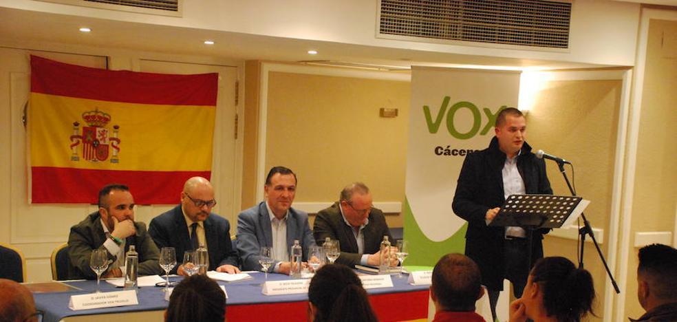 Vox celebra su primer acto en Trujillo con buena aceptación de público