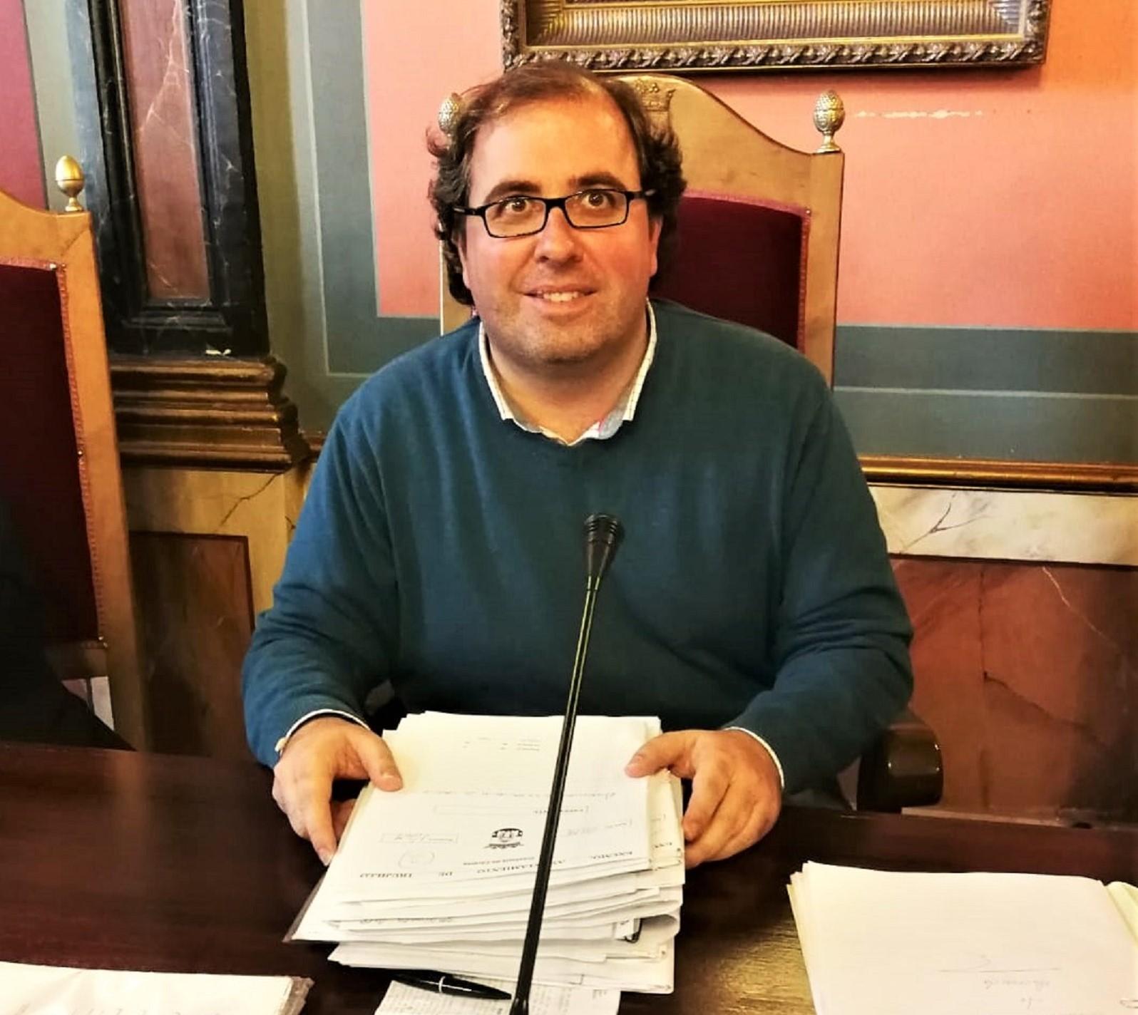 El alcalde culpa al PSOE del estado de la deuda local con los bancos