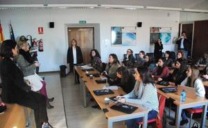 Cerca de cuarenta emprendedoras se reúnen en un encuentro profesional