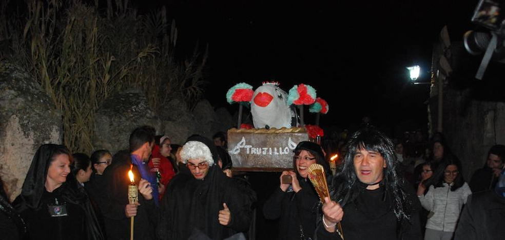 La asociación cultural Entierro de la Sardina intensifica estos días su trabajo de cara al carnaval