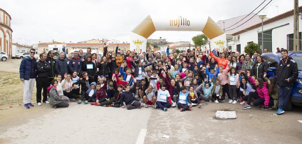 El colegio María de la Paz Orellana arranca su semana cultural con un cross solidario