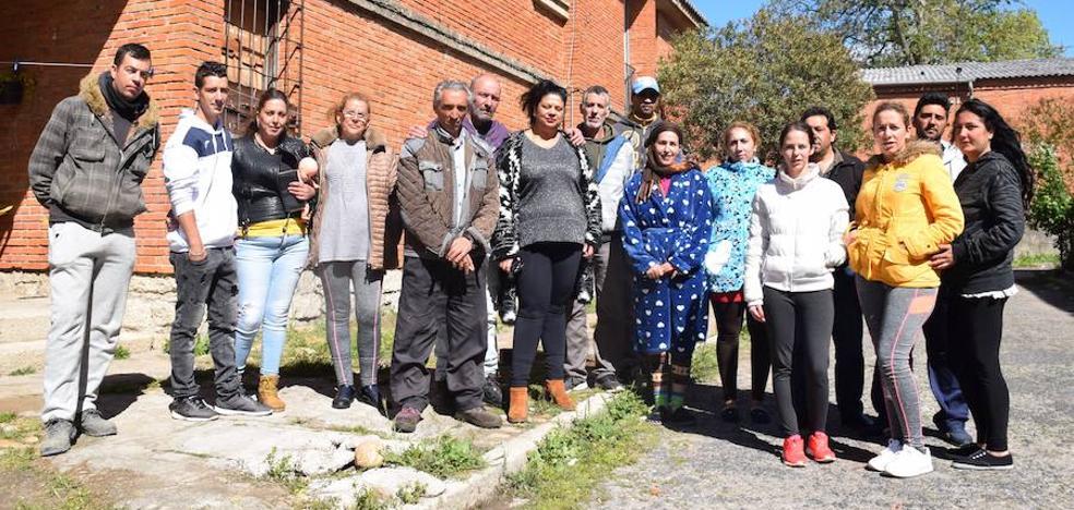 Cortan la luz a catorce familias en las antiguas casas de los camineros