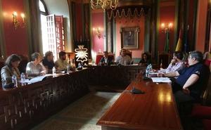 El alcalde vuelve a aclarar la deuda que tiene el Ayuntamiento