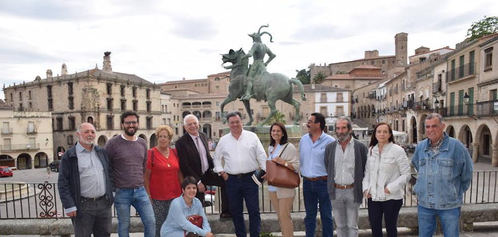 Borrell da el apoyo a José Antonio Redondo en su visita a Trujillo