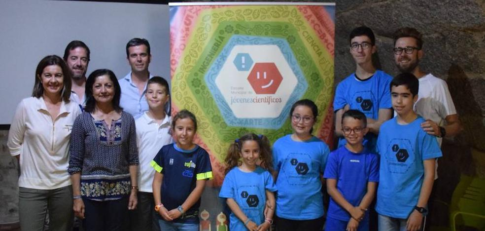 La escuela municipal de jóvenes científicos muestra sus proyectos