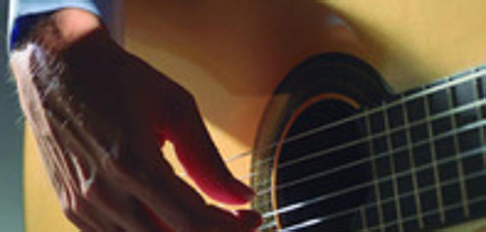El guitarrista hispano-peruano Luis Malca Contreras ofrecerá hoy un concierto en el palacio de los Barrantes Cervantes