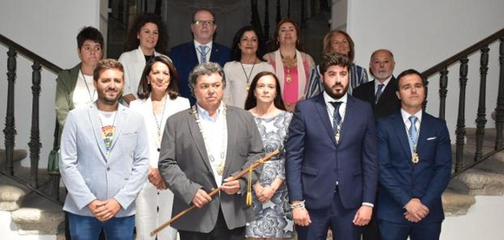 El nuevo alcalde, José Antonio Redondo, pide honradez y sacrificio en su toma de posesión